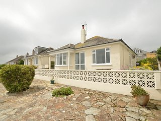 Padstow Harbour bungalow - fabulous estuary views.