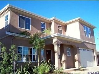 10 min to Santa Monica! Big 4 bdrm Culver City home