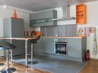 Schone und luxuriose Wohnung im hellen Souterrain