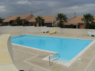 Spacious 3 bed  modern villa with pools and parking