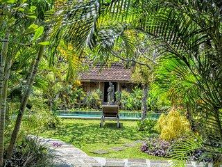 Beautiful Garden Villa in North Seminyak Bali