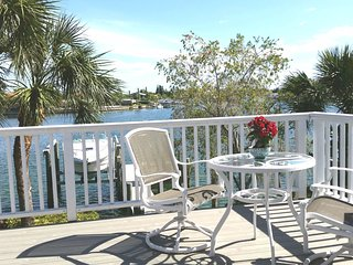 Salt Sea Air Retreat SL4 Bay Views Balcony Wifi, Saint Pete Beach