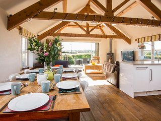 Five Star Luxury Cottage, sleeps seven, Bude. Child and Dog friendly.