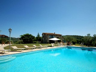 Detached villa with private pool, Airco, Wi-Fi. 5 bedrooms - 10+2 sleeps, Collazzone