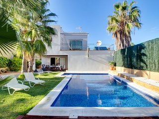 Hermosa villa c/piscina & jacuzzi! Ref. 155991