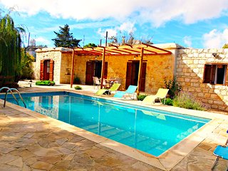 Beautiful Traditional House in a Traditional Cyprus Village - Private Pool -Wifi