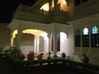 The Comfy Deluxe Room II (ROYAL HERITAGE VILLA), Udaipur