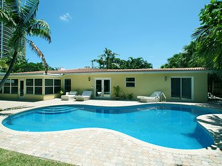 Available for Christmas! Dec 20-27! Tropical Retreat steps from the beach.., Lauderdale by the Sea