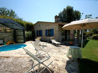 Casamerina: detached house with jacuzzi pool. 2 bedrooms, AirCo and Wi-fi., Pantalla