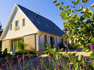 Luxus Ferienhaus mit Kamin, 2 Terrassen, Whirlpool und tägl. Reinigung inklusive, Loddin