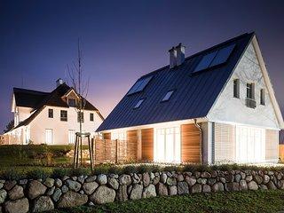 Luxus Ferienhaushälfte mit Kamin, Whirlpool, 2 Terrassen und tägl. Reinigung, Loddin