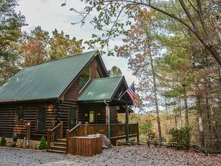 BUCKSKIN BLUFF-3BR/3BA- CABIN WITH A BEAUTIFUL MOUNTAIN VIEW THAT SLEEPS 6, 3, Blue Ridge