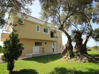Stunning sea view villa on a 5-acre olive grove - disCrete Villa Episkopi
