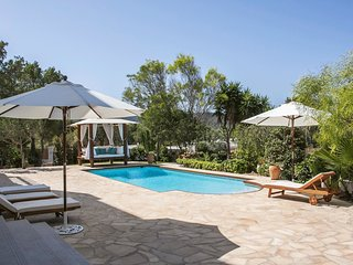 Fantastic villa with a pool on the western coast, Sant Josep de Sa Talaia