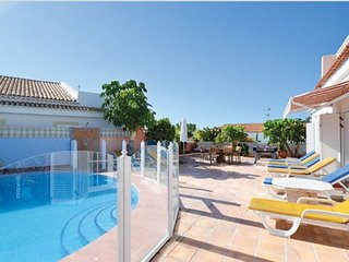 JO6923153| Beautiful 4 Bedroom Villa. Private Heated Pool. Callao Salvaje.
