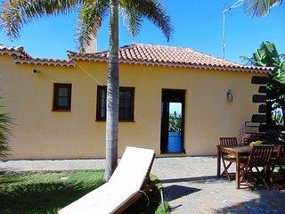 Casa Garcia, intima entre plataneras, soleada con vistas al mar