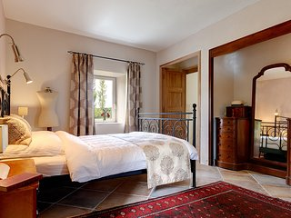 "Luxury B&B and Table d'Hôte in a 200 years old Farmhouse: The ""Garden Suite"", Rochessauve"