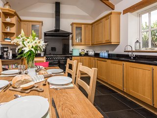 Hunters Lodge, Spacious and Contemporary barn, Bude, North Cornwall