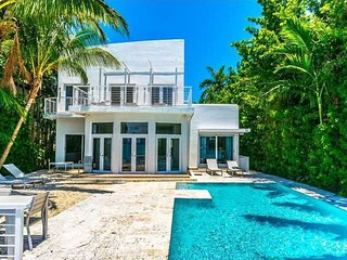 Villa Lausanne - Spectacular Wide Bay Views and Gorgeous Sunsets, Miami Beach