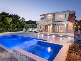 Villa Naranca - Beachfront - Heated Pool