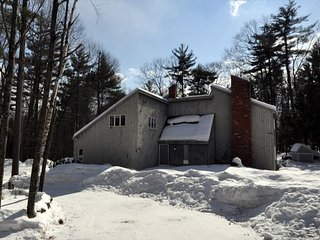 Spacious 3BR w/ Large, Private Yard. Near Skiing, Shopping & Restaurants!