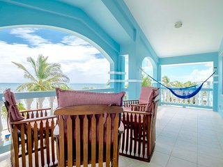 C3: Beachfront with veranda view to Barrier Reef!, San Pedro