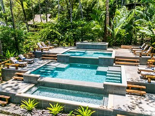 Beachfront private Jungle Villa with pool & jacuzzi in Drake Bay, Costa Rica