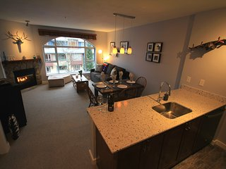 PEO 1 Bedroom on Whistler Village with mountain view & pedestrian walk