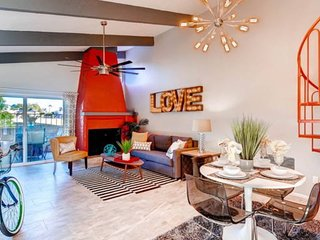 Hip & Modern - All New - Amazing Private Patio - Great Old Town Location!, Scottsdale