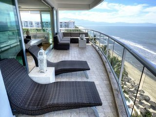 Beachfront Luxury in the Sky!, Flamingos