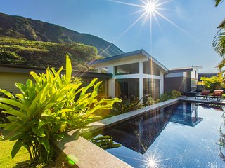 4bd/3ba Luxury Modern Home w/Lap Pool, A/C, & Mountain Views. Hale Laulea