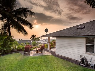 Private Home Near Kona Town w/Ocean views, Large lanai, & A/C. Hale Alaula
