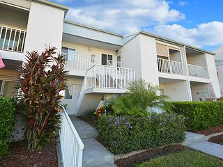 2 Bedroom /2 Bath  newly furnished, garage, pool & view of Intracoastal, Largo