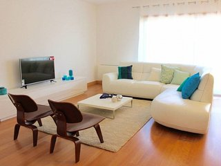 Myrtle apartment in Campo Pequeno with WiFi, air conditioning, balcony & lift.