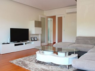 Abaca apartment in Alges with WiFi, air conditioning, balcony & lift.