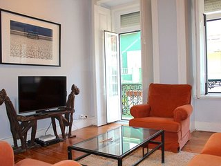 Cudweed Red apartment in Graça with WiFi, privétuin & balkon., Lisbonne