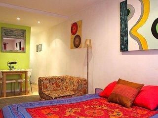 Malaquita apartment in Bairro Alto with WiFi & balcony.