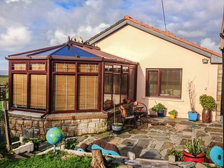 SEA SHELTER, fishing nearby, ocean views, conservatory, BBQ area, Miltown Malbay