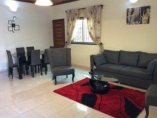 Villa cosy a bonamoussadi au bloc k 3 chambres,3 douches,et cuisine. Securisee