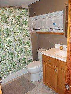 Upstairs Tub/Shower Bathroom
