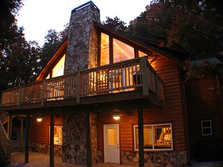 River Shoals 4BR 2.5BA | Chattahoochee River Front Cabin | 6+ Acres of Privacy