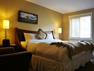 Luxury Retreat at Solara Resort, Canmore