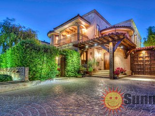 #53 Sunny Tuscan Villa by the Grove, Los Angeles