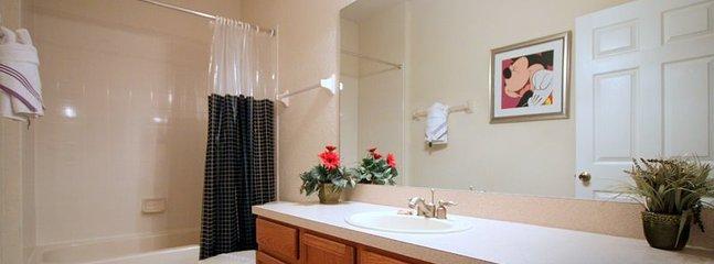 Toilet,Indoors,Room,Bathroom,Kitchen