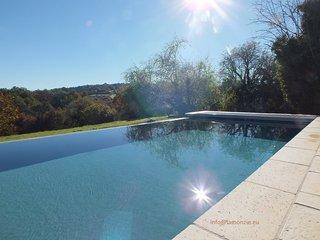 piscine chauffée à débordement