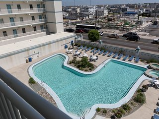 Stunning, Luxury 3BR Condo W/Heated Pool, Wildwood