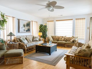 Spacious living room with futon couch bed & balcony with view of the Marina just across the street.