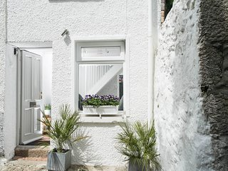 TIDDLES COTTAGE, St. Ives