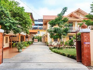 *10BR Private Pool Villa Garden_Best Stay for Big Groups in Central Bangkok
