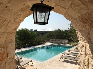 Trulli Vecchio Uliveto: Luxurious and Exclusive Trulli with pool, Locorotondo